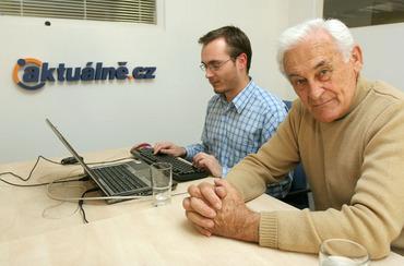 402913-milan-paumer-s-redaktorem-adamem-bartoem-pri-online-rozhovoru